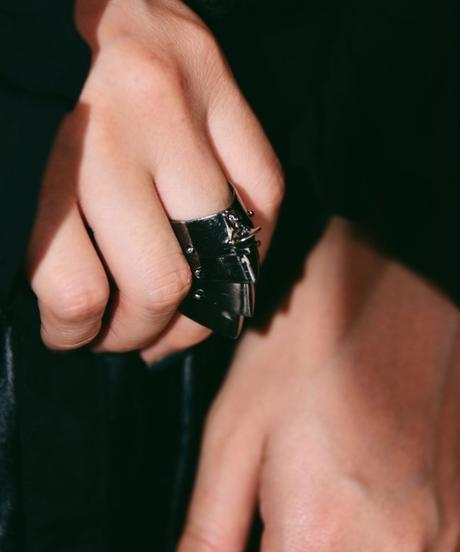 Vivienne westwood/armour ring.