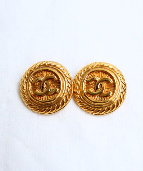 CHANEL/ logo gold earrings