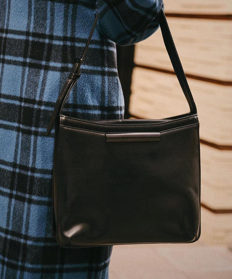 Givenchy / vintage leather black hand bag.