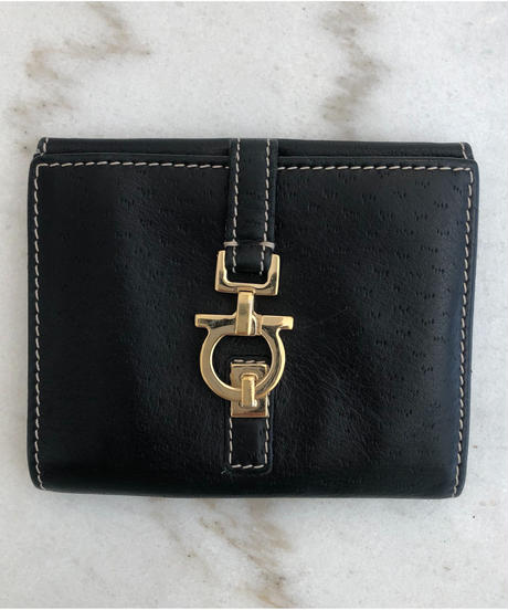 Salvatore Ferragamo/gantini gold buckle stitch wallet.