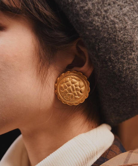 GIVENCHY/ vintage gold design earring.(P)