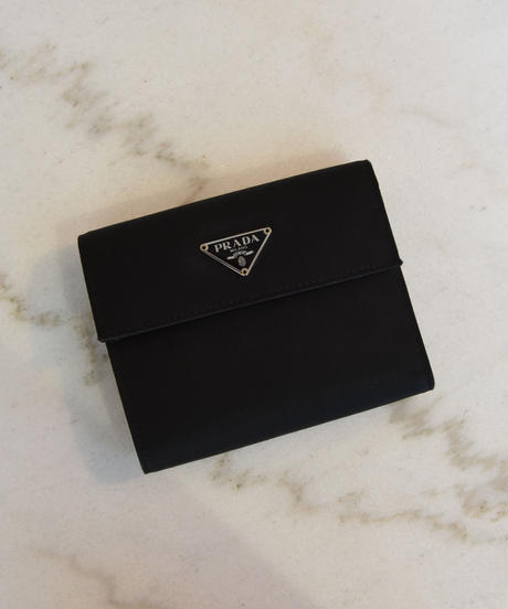 PRADA/ Nylon triangle logo plate square wallet.