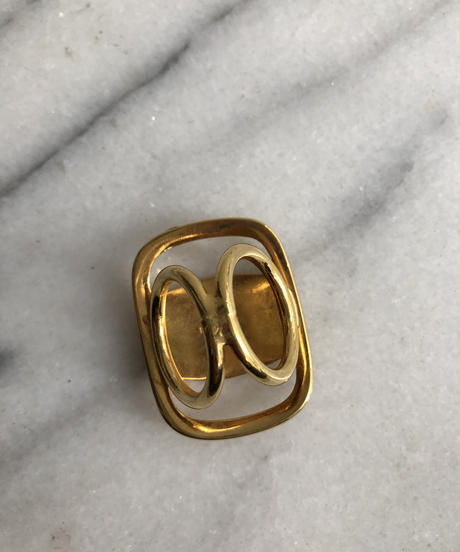 SalvatoreFerragamo/vara plate scarf ring. 429012T
