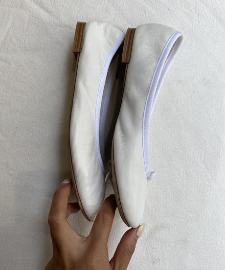 repetto/vintage suède ballet shoes.  (white)