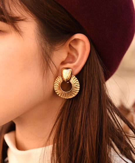 GIVENCHY/vintage design gold earring.(P)