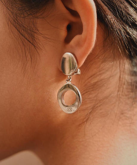 GIVENCHY/ vintage silver design earring.