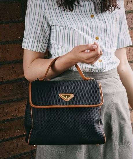 Yves saint laurent/ mesh leather  handbag.
