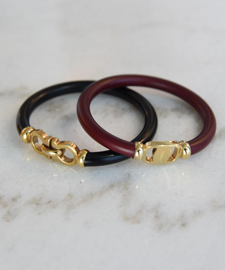 SalvaroreFerragamo/ plastics gold bangle .