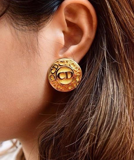 Christian Dior/vintage CD logo gold earring.