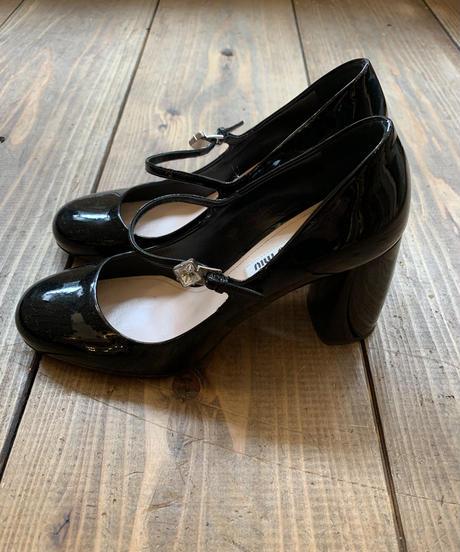 miu miu/vintage patent leather strap shoes.
