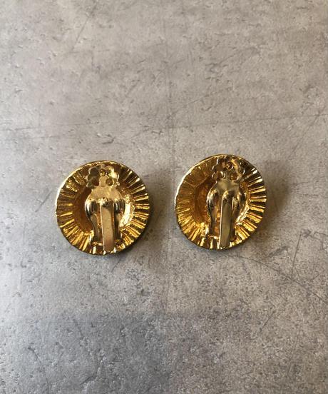 Yves Saint Laurent/vintage round design gold earring.