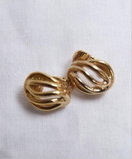 Christian Dior/ gold earrings