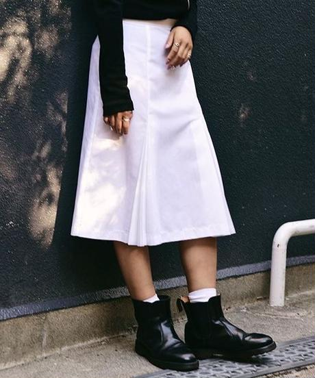 COMME des GARCONS / pleats medium skirt.