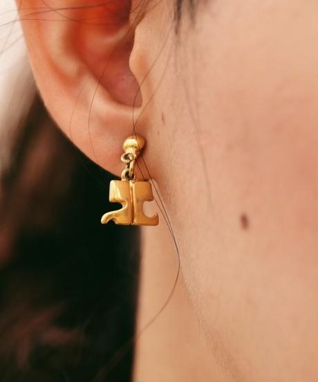 courreges/ logo design gold earrings