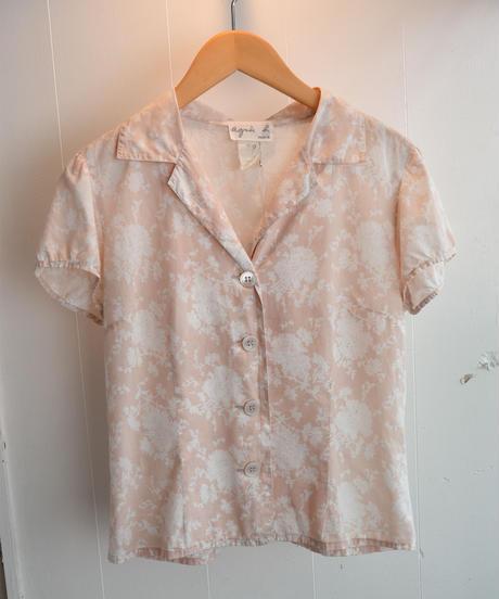agnes b./ Open collar Flower shirt.