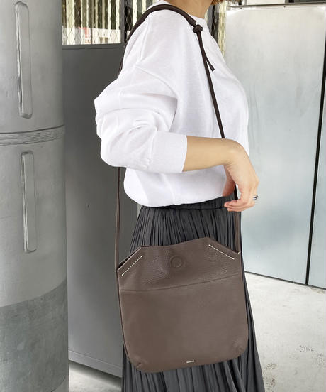 【B-21150】BEAURE ヴュレ カウレザー 薄マチ ショルダー バッグ