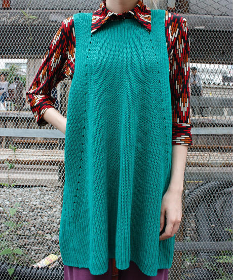 【Used】Sleeveless back design knit tops / 背中開きノースリーブニット