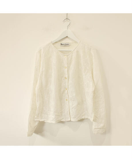 no collar embroidery blouse