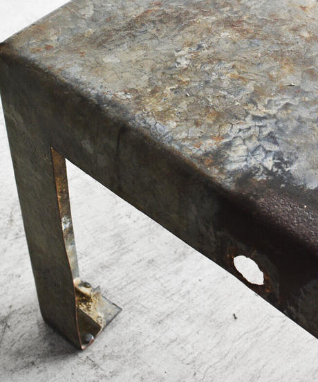 11-TA122004 Iron side table french S