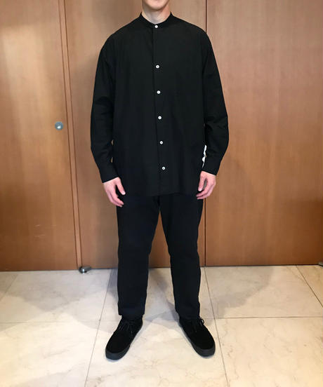 LIAM BAND COLLAR SHIRTS-BLACK- モデル着用XLサイズ(身長178cm)