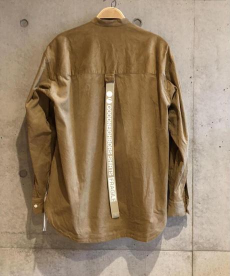 BAUSKIA WIDE BAND COLLAR SHIRTS-BEIGE- モデル着用Lサイズ(身長178cm)