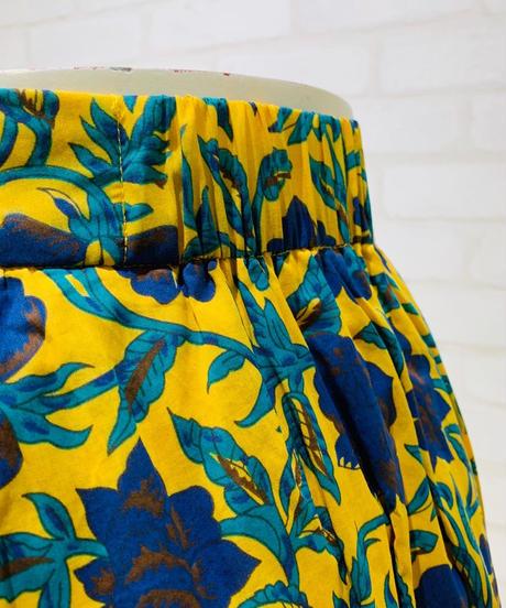 ボタニカル柄シャーリングスカート