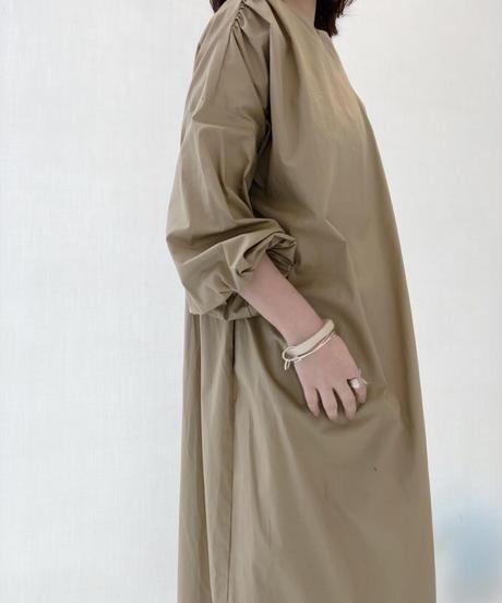 バックシャンシャーリングコートドレス