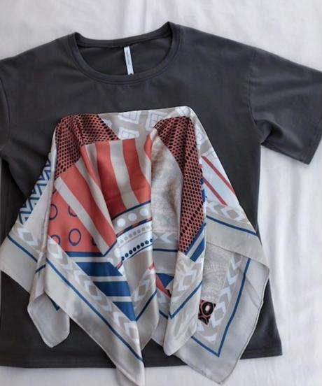 【再入荷】大判スカーフ付きTシャツ