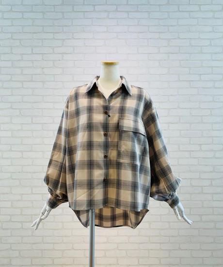 後ろ下がり袖コンシャス・チェックシャツ