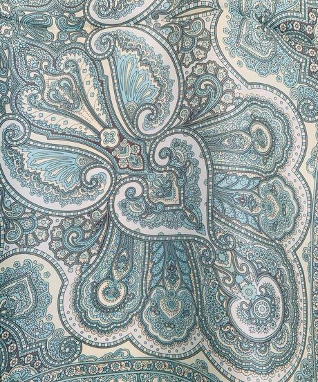 シルクスカーフ (52センチ正方形)