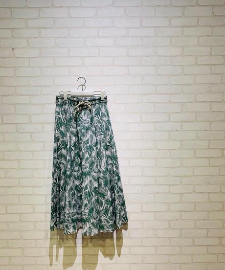 リーフ柄ドロストスカート