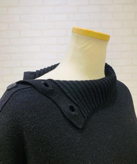 肩襟ボタン ボトルネックプルオーバー