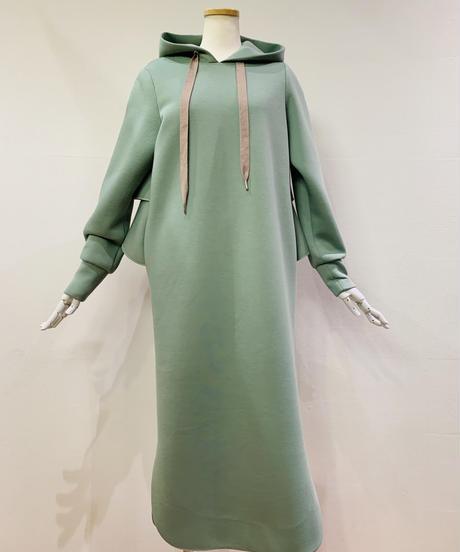 【秋ご予約】ボンディング素材ティアード・フーデットlongワンピース