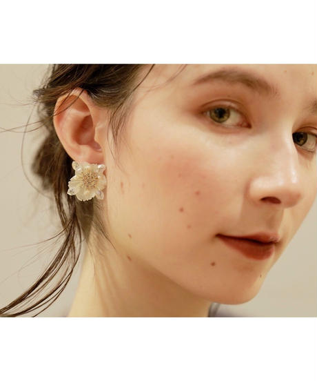 Midi pearl flower pierce