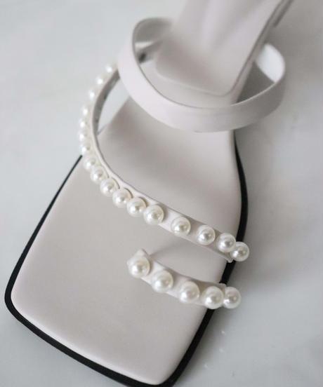 square toe pearl mule