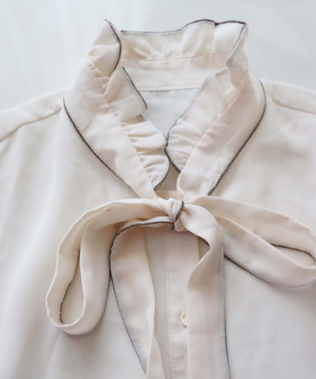 piping bow tie blouse