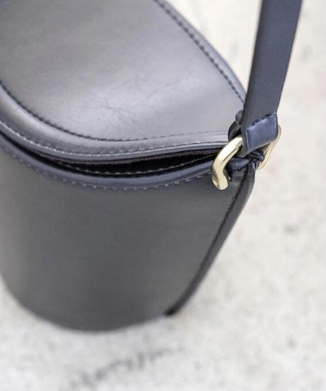 【SCUE】Bucket type shoulder bag