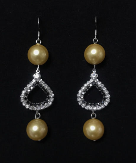 momemtel jewelry   pearl pias