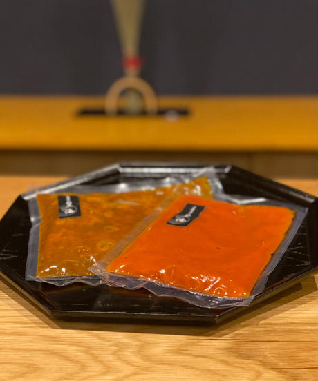 牛すじカレーとトマトソースの2種8個セット【冷凍真空パック】