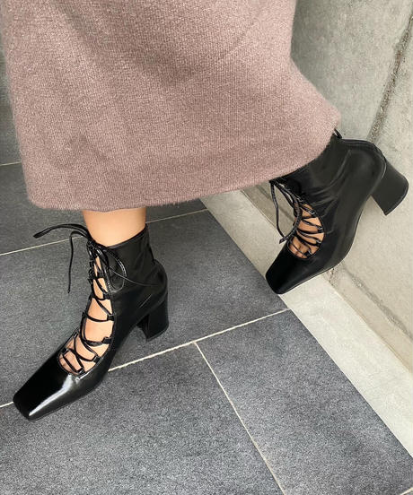 LACE UP MIDDLE BOOTS