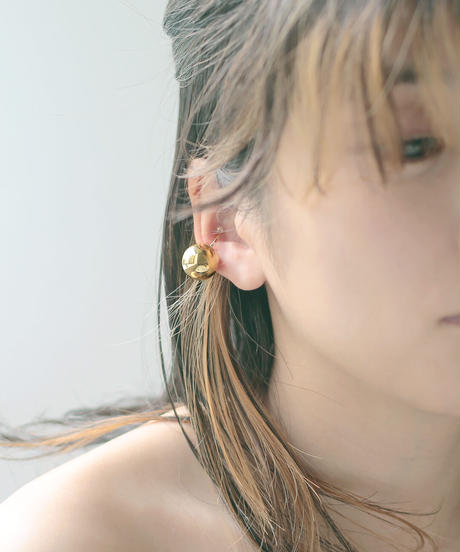 one beads ear cuff gold