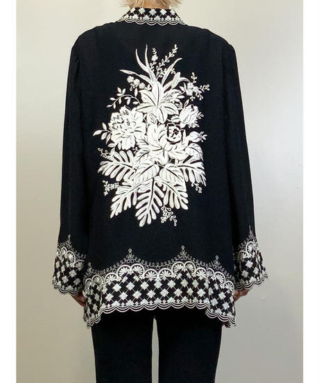 Monotone embroidery edgy back style shirt-1368-9