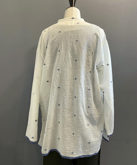 <women>bunai(ブナイ)カディコットン・ジャムダニ織り・長袖ロングシャツ / オフホワイト