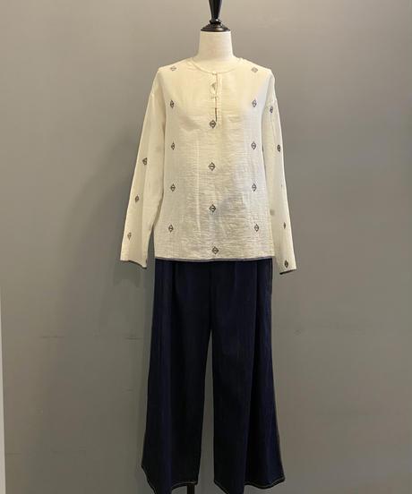 <women>bunai(ブナイ)カディコットン・ジャムダニ織り・長袖ブラウス / オフホワイト
