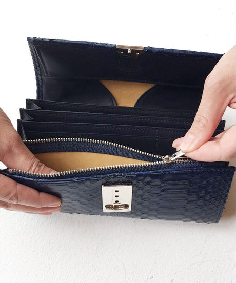 <women>isola(アイソラ)藍染パイソン・ギャルソン型長財布・三段錠(13101)   / ネイビー