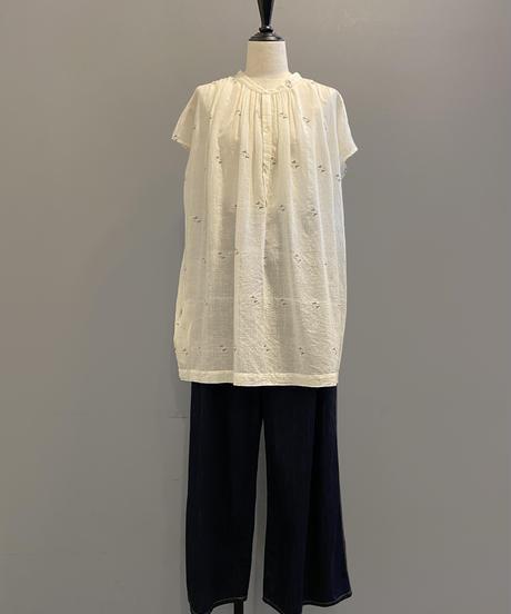 <women>bunai(ブナイ)カディコットン・ジャムダニ織り・半袖ロング丈ブラウス / オフホワイト