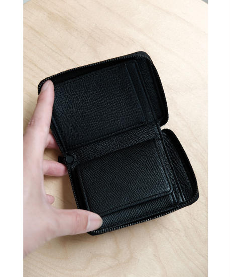 ERA. / SO BLACK ROUND PALM WALLET / EMBOSS