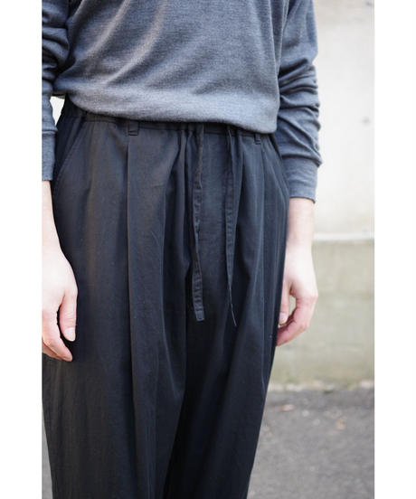 YOKO SAKAMOTO / 1 TUCK TAPERED TROUSERS / col.BLACK