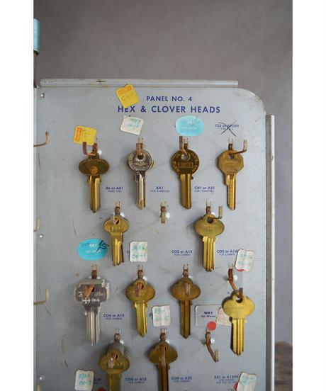 09-MT344429 KEY display stand