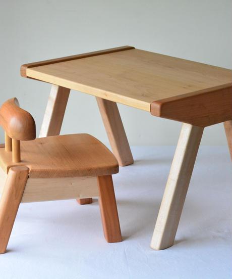 赤ちゃんが生まれて初めて出会う無垢の木の机・はじめてテーブル T5 山桜+みずめざくら